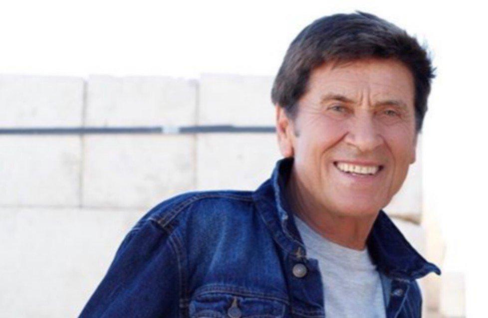 Gianni Morandi alla Mondadori di piazza Duomo
