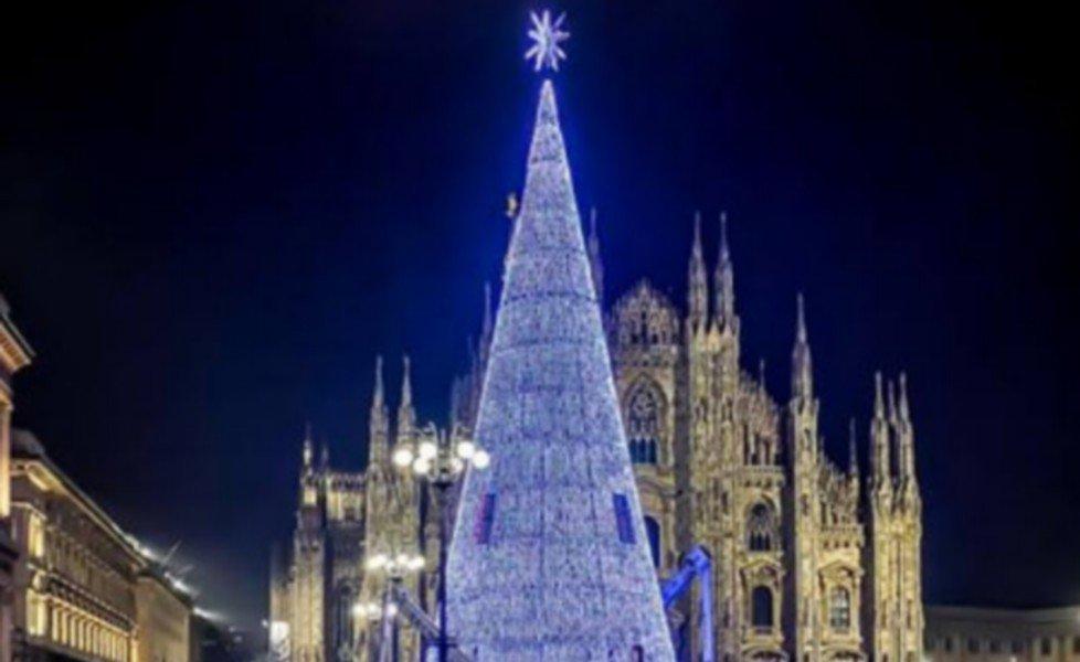 Foto Dell Albero Di Natale.Show Per L Accensione Dell Albero Di Natale In Piazza Duomo