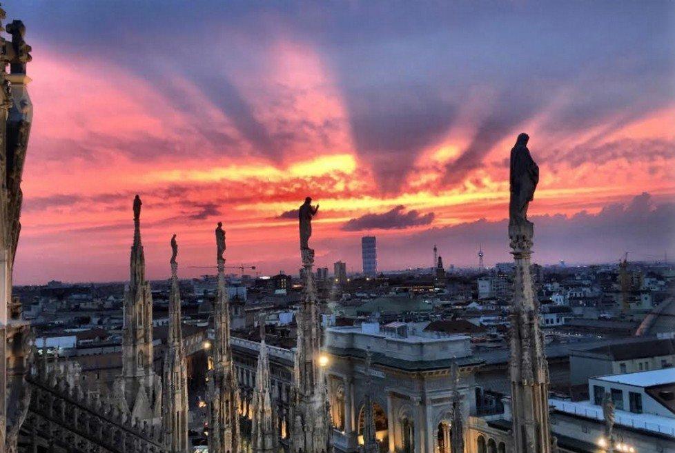 Torna l'emozione del tramonto tra le guglie del Duomo