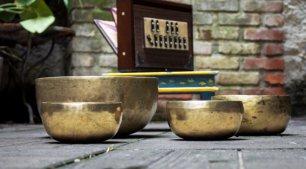 Rilassamento con le campane tibetane ad Alma Matters