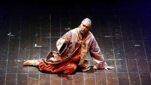 Il baritono Alessandro Civili interpreta Rigoletto