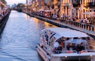 Cinema in barca sui Navigli