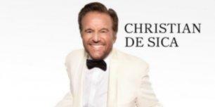 """Christian De Sica incontra i fan e presenta l'album """"Merry Christian"""" alla Mondadori di piazza Duomo"""
