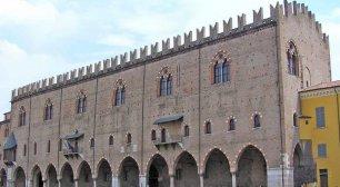 Un viaggio nel mondo della moda attraverso i secoli con Mantova Outlet Village
