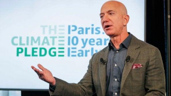 """La sostenibilità secondo Amazon. Arrivano gli oggetti con il bollino """"Climate Friendly"""""""
