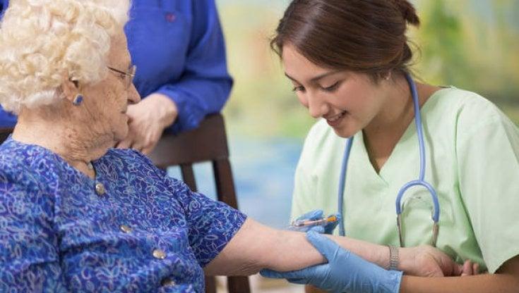 Allarme oncologi, solo il 19% dei pazienti vaccinato contro linfluenza. Serve per tutti