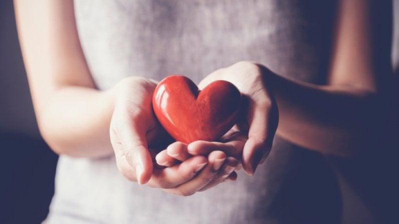 Il cuore delle donne sta peggio: dieci punti per salvarlo