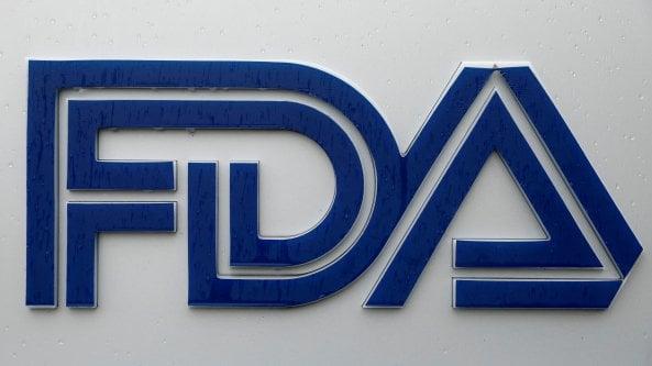 Alzheimer, tre consiglieri della Fda si dimettono dopo l'approvazione del farmaco aducanumab