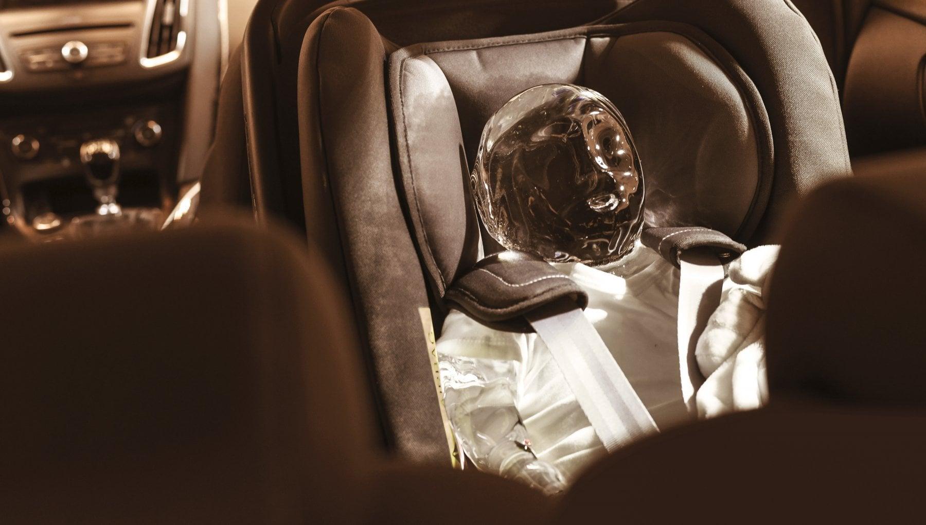 Sistemi anti abbandono bambini in auto: nuova idea della Ford