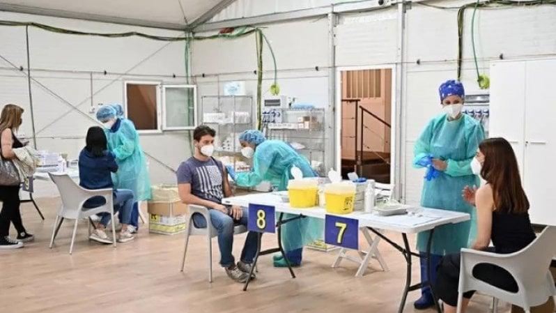 Covid, vaccinati ricoverati in ospedale? È la prova che il vaccino funziona