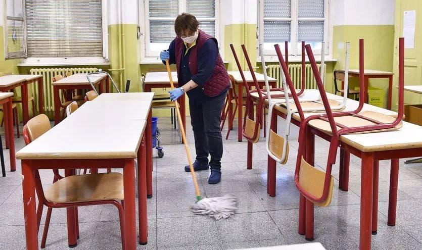 Il Lavoro Sporco Degli Angeli Delle Pulizie 5 Euro L Ora Per Sanificare I Nostri Ambienti L Espresso