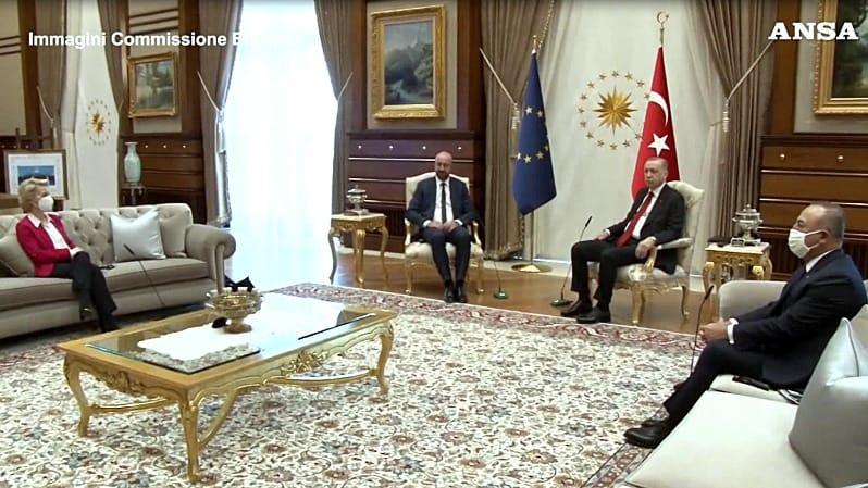Sofa gate, sventurata la terra che ha bisogno di dittatori