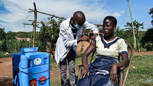 Come fare a vaccinare tutto il mondo contro il Covid 19