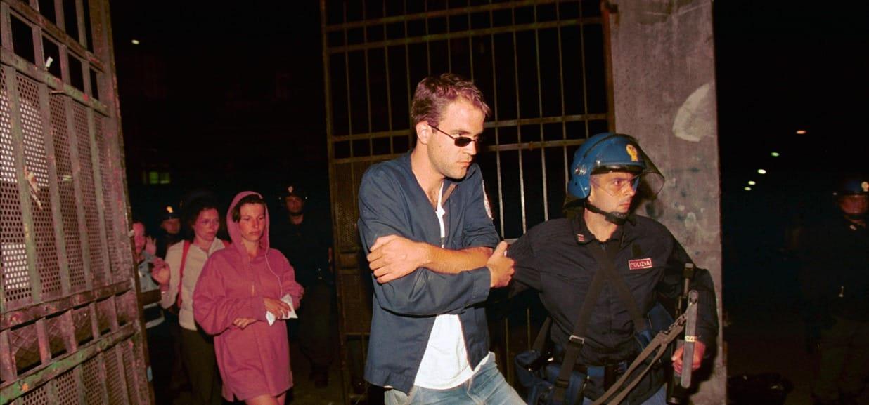"""Io, pestato nella caserma di Bolzaneto. Tra le risate dei poliziotti e le  urla di dolore degli altri ragazzi"""" - L'Espresso"""