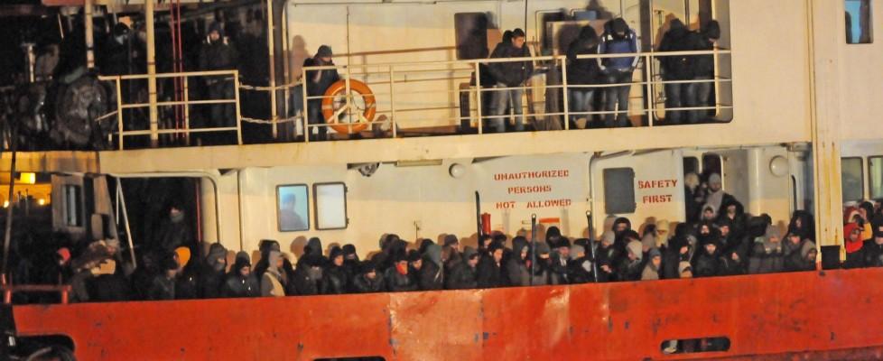 """Al telefono col trafficante di profughi: """"Seimila dollari per salire sul cargo"""""""