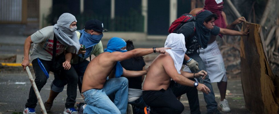 Venezuela, al voto sull'orlo di un vulcano