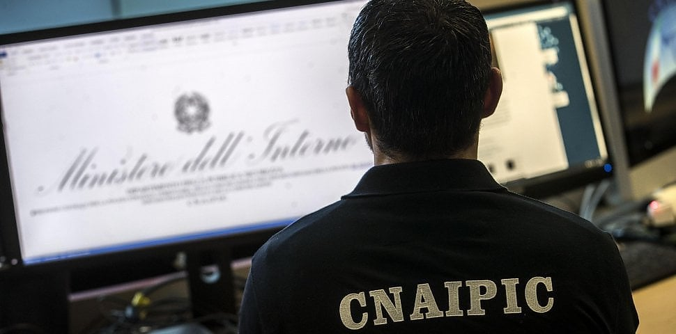 Hacker, Italia disarmata