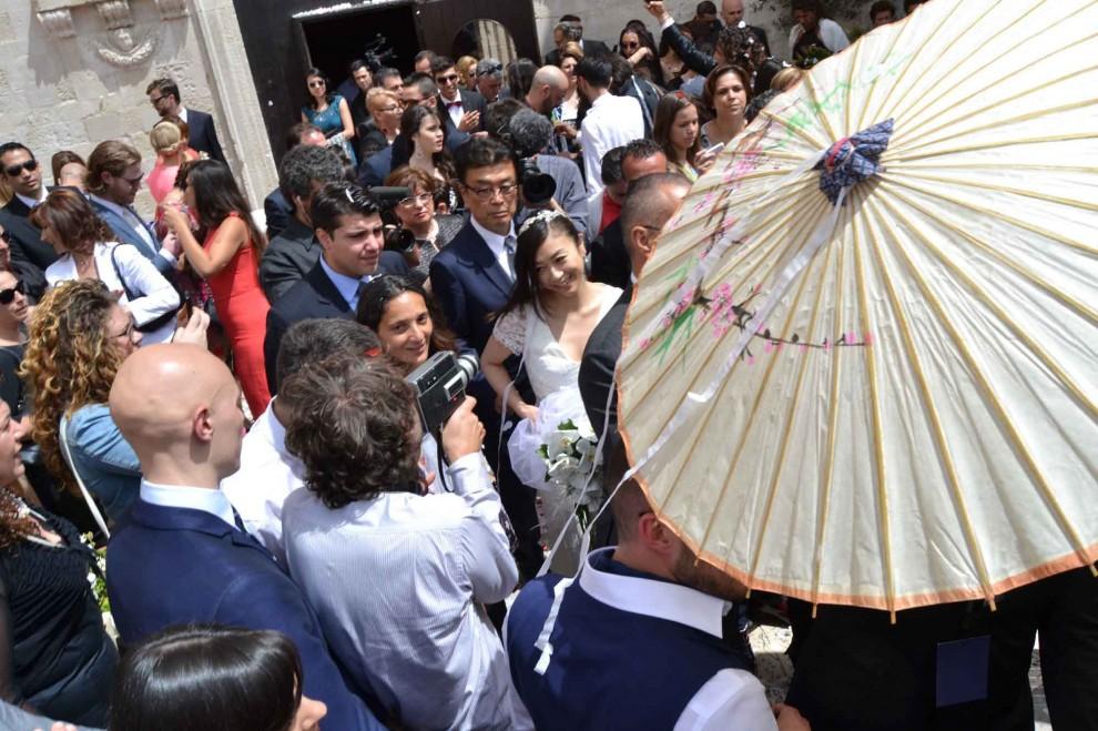 La popstar giapponese sposa il barman, matrimonio da favola in Puglia