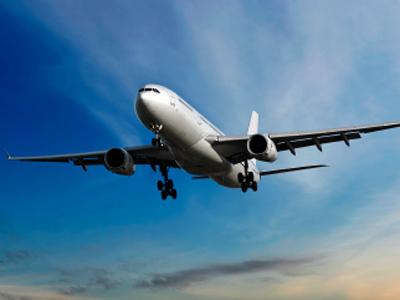 Un caso di meningite sul volo Siviglia-Bari Controlli sanitari su tutti i passeggeri