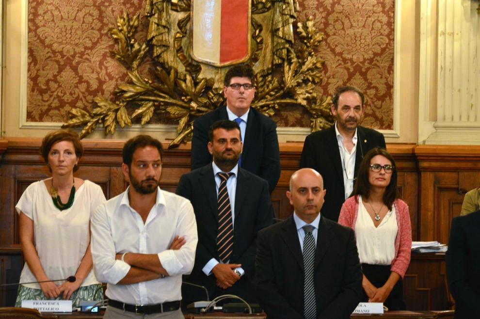 Decaro giura, Emiliano tra il pubblico: a Bari debutta il nuovo consiglio