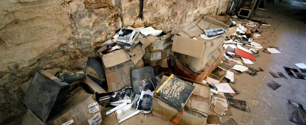 Dimenticato nel seminterrato fra polvere e topi, la fine dell'archivio dei tesori pugliesi