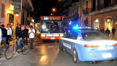 """""""Ci sono troppi immigrati a bordo"""" /   Video   e i passeggeri bloccano l'autobus"""