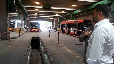 """Blitz del sindaco Decaro all'Amtab  """"Troppi guasti, prenderemo nuovi bus"""""""