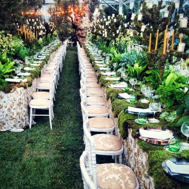 Matrimonio Tema Fiabesco : Il prato sui tavoli e diamanti al collo la lunga festa