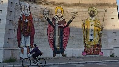 """Decaro tira dritto: """"Non cancello i murales  sono pronto ad andare in tribunale"""" -    Foto       SONDAGGIO   - Via le opere dai muri?"""