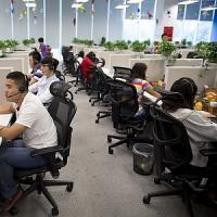 Telecamere puntate sui dipendenti, i sindacati contro il call center lager