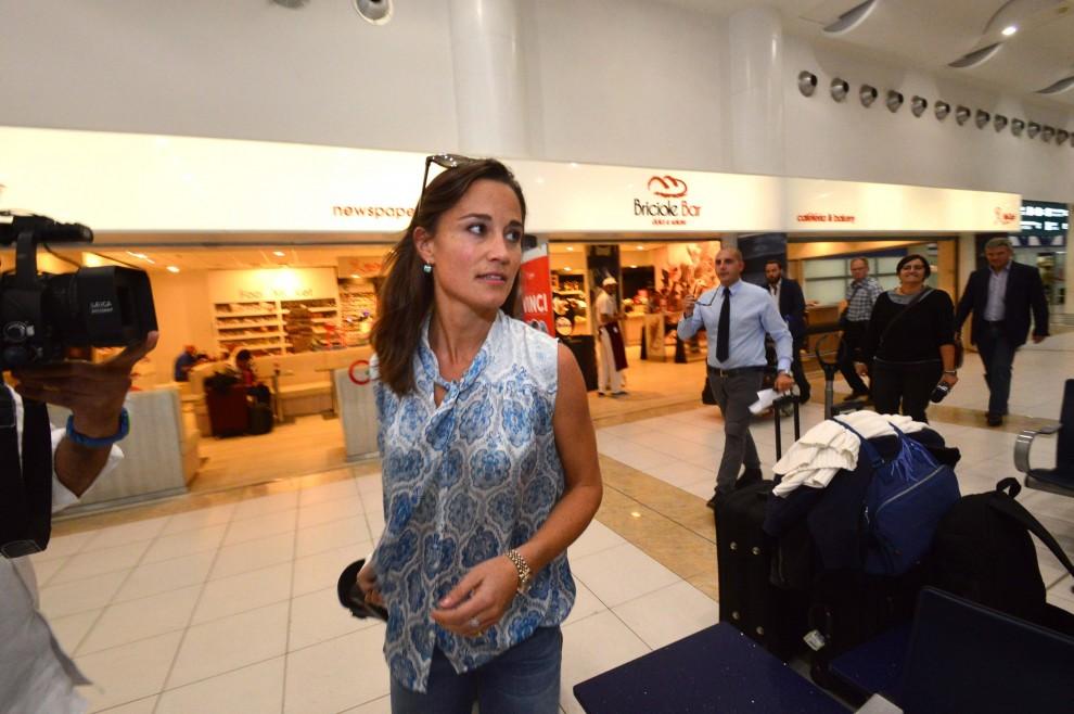 Pippa Middleton sbarca a Bari, pronta per le nozze del suo ex. C'è anche Harry