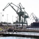 Ilva, sversamento  di olio in mare -   Le foto
