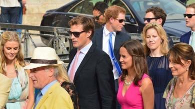 Harry alle nozze british in Puglia-  Ft  /   Vd    Pippa Middleton con mamma e ragazzo