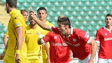Il Bari batte il Livorno 2 a 0 e torna in alto Mangia ci ripensa, si rivede il 4-3-3  /    Le foto       Il liveblog    -    Il videoselfie di Tamborra