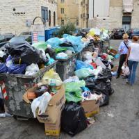 Lo scempio dei rifiuti a Bari vecchia