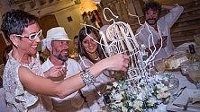 Foto  - Cena in bianco  la moda social che da Bari contagia  tutta la provincia