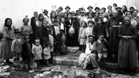 """Fontana Nuova  rivuole il suo simbolo """"Ci hanno rubato acqua e identità"""" -   Video       Foto   / L'album storico delle fontanine    Ft / Una caccia al tesoro per lanciare l'App   di SILVIA DIPINTO"""