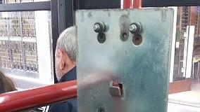 Orrori urbani a bordo dei bus l'odissea dei pendolari: racconta  di FRANCESCO PETRUZZELLI