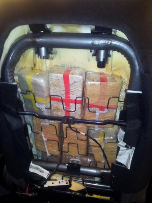 Lady eroina fermata al porto, nel sedile dell'auto 11kg di droga