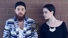 Nel nuovo singolo  di Molla il duetto  con Erica Mou-  Videoclip