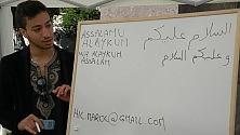 A scuola di albanese  swahili e arabo migranti prof per i corsi  gratuiti in piazza -  Foto    di GIANVITO RUTIGLIANO