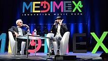 Liveblog    / Il salone della musica in diretta    con J-Ax e Rocco Hunt