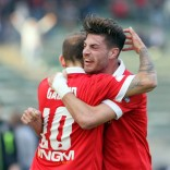 """Il   Bari batte il Trapani 2 - 1 e ritorna alla vittoria   -   Foto     Il videoselfie di Tamborra     """"Nel segno di Nicola""""     di GIANVITO RUTIGLIANO"""