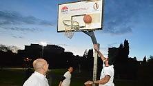 Illuminazione 2.0 a Parco 2 giugno  Decaro sfida a basket gli assessori - Foto