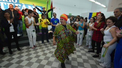 Cus cus, musica tribale e colori sgargianti  le primarie multietniche di Stefàno -  Foto