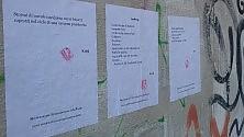 Gli attivisti della poesia tappezzano la città