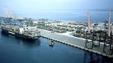 """""""Il porto di Taranto sta morendo"""" gli autotrasportatori lo bloccano"""