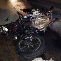 Si scontrano con auto, muoiono due motociclisti
