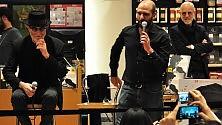 """De Gregori duetta  con Checco Zalone   Video    """"Gli uomini sessuali...""""    Foto/ I fan in delirio"""
