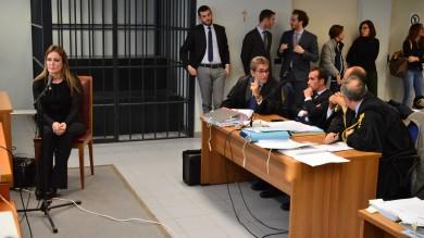 """Escort, Tarantini in tribunale  -    Foto      /  Vd            la D'Addario in lacrime dai giudici -  Video  """"Con Berlusconi ero l'unica vestita...""""        di GABRIELLA DE MATTEIS"""